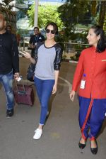 Shraddha kapoor at domestic Airport on 20th Oct 2016 (6)_5809af900cd8d.JPG