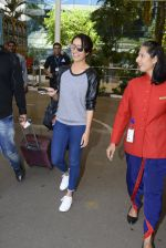 Shraddha kapoor at domestic Airport on 20th Oct 2016 (7)_5809af9178369.JPG