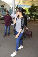 Shraddha kapoor at domestic Airport on 20th Oct 2016 (8)_5809af92b1147.JPG