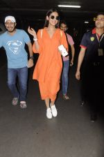 Sonal Chauhan snapped at airport on 20th Oct 2016 (33)_5809d9a4a7af9.JPG