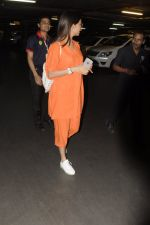 Sonal Chauhan snapped at airport on 20th Oct 2016 (26)_5809d99c6627c.JPG
