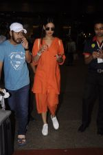Sonal Chauhan snapped at airport on 20th Oct 2016 (27)_5809d99d41375.JPG