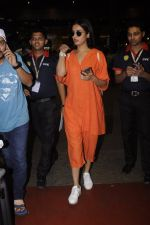 Sonal Chauhan snapped at airport on 20th Oct 2016 (29)_5809d9a057eca.JPG