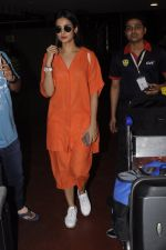 Sonal Chauhan snapped at airport on 20th Oct 2016 (31)_5809d9a3435a4.JPG