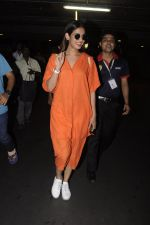 Sonal Chauhan snapped at airport on 20th Oct 2016 (32)_5809d9a3ef764.JPG