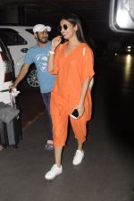 Sonal Chauhan snapped at airport on 20th Oct 2016 (34)_5809d9a56c41c.JPG