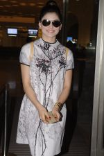 Urvashi Rautela snapped at airport on 20th Oct 2016 (14)_5809d9d3566ef.JPG