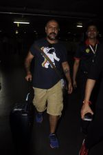Vishal Dadlani snapped at airport on 20th Oct 2016 (1)_5809d9cd786fc.JPG