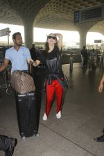 Amy Jackson snapped at airport on 21st Oct 2016 (27)_580b5ce62d3e1.JPG