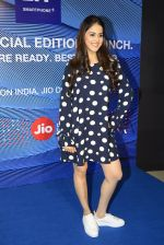 Genelia D_Souza launches Reliance Jio special edition Lyf F1 smartphone on 21st Oct 2016 (48)_580b5dd4a5531.JPG