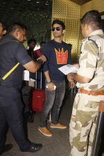 Sushant Singh Rajput snapped at airport on 21st Oct 2016 (33)_580b5cfbbda44.JPG