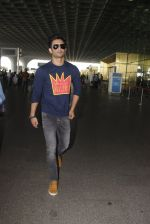 Sushant Singh Rajput snapped at airport on 21st Oct 2016 (35)_580b5cfe4af9b.JPG