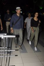 Farhan Akhtar snapped at airport on 22nd Oct 2016 (7)_580c5509113de.JPG
