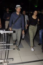 Farhan Akhtar snapped at airport on 22nd Oct 2016 (8)_580c5509d7a8b.JPG