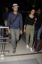 Farhan Akhtar snapped at airport on 22nd Oct 2016 (9)_580c550a808b2.JPG