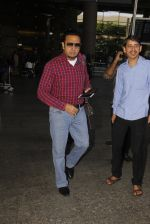 Gulshan Grover snapped at airport on 22nd Oct 2016 (39)_580c551d43038.JPG