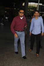 Gulshan Grover snapped at airport on 22nd Oct 2016 (40)_580c551e07f89.JPG