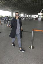 Neha Dhupia snapped at airport on 22nd Oct 2016 (46)_580c552f4b801.JPG