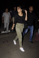 Shraddha Kapoor snapped at airport on 22nd Oct 2016 (27)_580c55480795f.JPG