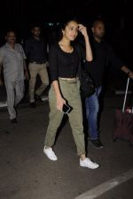 Shraddha Kapoor snapped at airport on 22nd Oct 2016 (28)_580c5548c18b3.JPG
