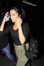 Shraddha Kapoor snapped at airport on 22nd Oct 2016 (29)_580c554969fbc.JPG