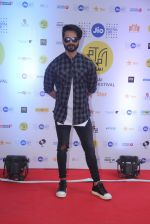 Shahid Kapoor at Mami Film Festival 2016 on 23rd Oct 2016 (20)_580db10115161.JPG