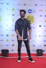 Shahid Kapoor at Mami Film Festival 2016 on 23rd Oct 2016 (21)_580db1020f238.JPG