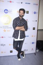 Shahid Kapoor at Mami Film Festival 2016 on 23rd Oct 2016 (45)_580db1053e4d9.JPG