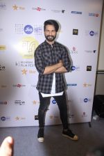 Shahid Kapoor at Mami Film Festival 2016 on 23rd Oct 2016 (47)_580db1067a05e.JPG