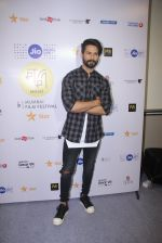 Shahid Kapoor at Mami Film Festival 2016 on 23rd Oct 2016 (49)_580db107b996e.JPG