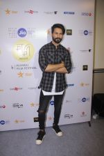 Shahid Kapoor at Mami Film Festival 2016 on 23rd Oct 2016 (50)_580db10867642.JPG