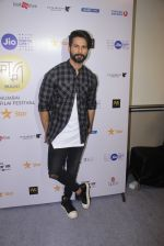 Shahid Kapoor at Mami Film Festival 2016 on 23rd Oct 2016 (56)_580db10c20f87.JPG