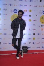 Shahid Kapoor at Mami Film Festival 2016 on 23rd Oct 2016 (9)_580db0f9ad38c.JPG
