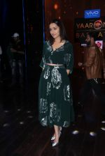 Shraddha Kapoor promote Rock On 2 on the sets of Yaaron Ki Baraat Show on Zee Tv on 23rd Oct 2016 (79)_580db2306538b.JPG