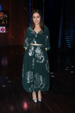 Shraddha Kapoor promote Rock On 2 on the sets of Yaaron Ki Baraat Show on Zee Tv on 23rd Oct 2016 (54)_580db22a0024a.JPG