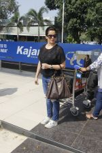 Neelam Kothari snapped at airport on 24th Oct 2016 (17)_580f665171efa.JPG