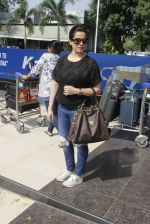 Neelam Kothari snapped at airport on 24th Oct 2016 (12)_580f664904565.JPG