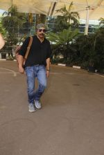 Sunny Deol snapped at airport on 24th Oct 2016 (17)_580f66645eb86.JPG