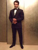 Karan Grover in Ashish Soni blazer for Diwali celebrations (1)_5810510c924a1.JPG