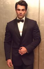 Karan Grover in Ashish Soni blazer for Diwali celebrations (2)_5810510d34be8.JPG