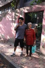 Aditya Roy Kapoor snapped with mom on 25th Oct 2016 (5)_5810540cc84a4.JPG