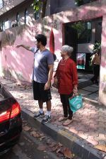 Aditya Roy Kapoor snapped with mom on 25th Oct 2016 (6)_5810540d93942.JPG