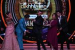 Hrithik Roshan on the sets of Jhalak Dikhla Jaa 9 grand finale on 25th Oct2016 (17)_58105b4abb70a.JPG