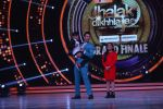 Hrithik Roshan on the sets of Jhalak Dikhla Jaa 9 grand finale on 25th Oct2016 (25)_58105b5d6e487.JPG
