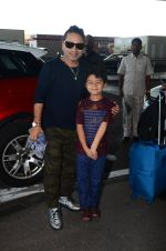 Kailash Kher snapped at airport on 25th Oct 2016 (43)_58104eedcb4b0.JPG