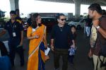 Kailash Kher snapped at airport on 25th Oct 2016 (47)_58104eefcac23.JPG