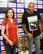 Nita Ambani snapped with Henry Thiery on 25th Oct 2016 (5)_58105ba7ccee0.jpg