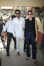 Ranbir Kapoor and Anushka Sharma at red fm on 26th Oct 2016 (5)_5810b9d7cfc15.jpg