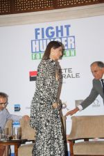 Sonam Kapoor at Fight for Hunger foundation on 25th Oct 2016 (28)_58105357ed68d.JPG