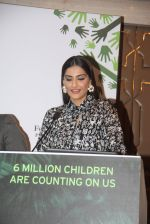 Sonam Kapoor at Fight for Hunger foundation on 25th Oct 2016 (31)_5810535b020d5.JPG